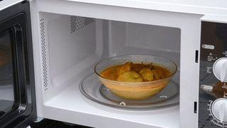 6 cách hâm nóng thức ăn ngon như mới nấu