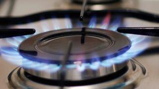 Bếp gas lửa không đều và cách khắc phục