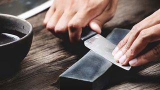 Chi tiết cách chọn và mài dao bằng đá mài cực sắc bén
