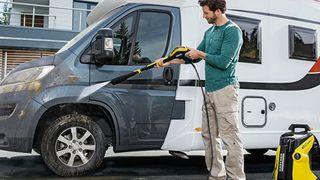 Có nên rửa xe bằng dầu gội đầu, nước rửa chén không?