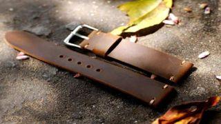 Hướng dẫn cách đục lỗ dây da đồng hồ tại nhà đúng cách, dễ thực hiện