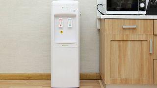 Mẹo lựa chọn và sử dụng cây nước nóng lạnh hữu hiệu