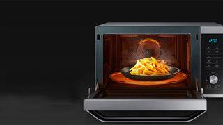 9 thực phẩm không nên hâm nóng bằng lò vi sóng