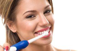 Bàn chải đánh răng điện bao lâu thì hư? Khi nào cần thay?