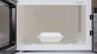 Có nên bỏ hộp xốp trong lò vi sóng?