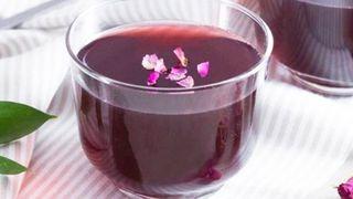 Đổi vị với thạch trà hoa khô vừa đẹp mắt vừa ngọt mát, thơm ngon tặng chị và mẹ
