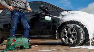Máy rửa xe cao áp mini là gì? Ưu nhược điểm của máy rửa xe cao áp mini dành cho gia đình