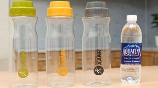 Nên mua bình nước nhựa hay bình thuỷ tinh?