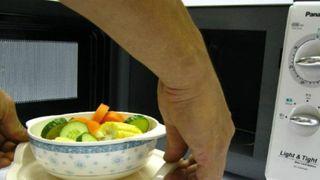 Những thực phẩm không được nấu trong lò vi sóng