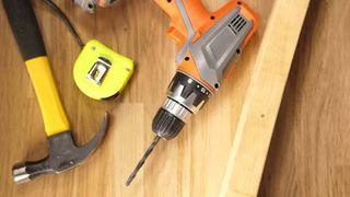 Vì sao nên lựa chọn máy khoan pin thay cho máy khoan điện