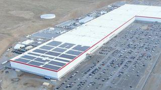 Panasonic vẫn sẽ là đối tác làm pin xe điện cho Tesla