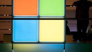 """Microsoft: """"Cỗ máy"""" in tiền trong mùa COVID-19"""