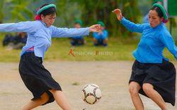 """Chùm ảnh thiếu nữ dân tộc tham gia giải bóng đá ở Quảng Ninh gây sốt nhất hôm nay vì sự quá nhiệt huyết và """"chịu chơi"""" của các cô gái vùng núi"""