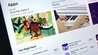 Apple tiếp tục nhượng bộ phí App Store