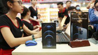 FPT Shop là chuỗi cửa hàng chính hãng đầu tiên mở bán iPhone 12 Series tại Việt Nam