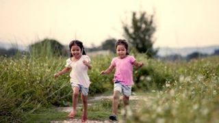 Tưởng không liên quan, vận động thể chất lại giúp con trẻ tăng đề kháng da mạnh mẽ