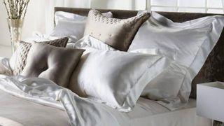 Vỏ gối lụa: Bí quyết giúp bạn ngủ ngon và làm đẹp