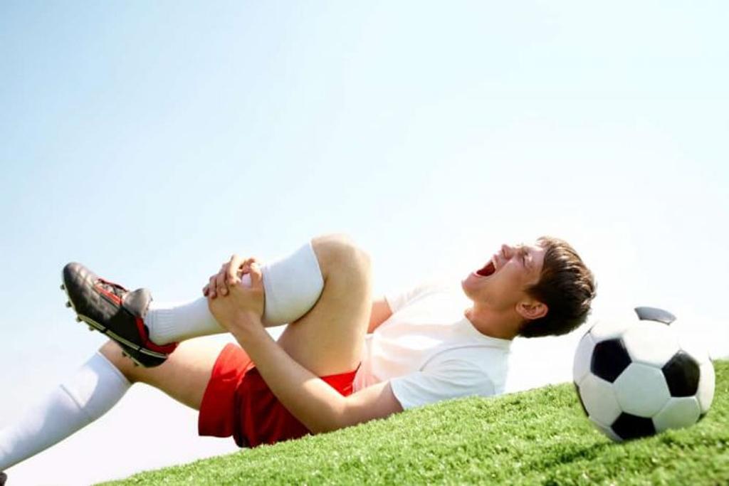 5 chấn thương đầu gối khi đá bóng phổ biến nhất hiện nay
