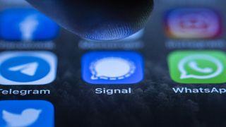 Sau khi người dùng lũ lượt chuyển sang Signal và Telegram, WhatsApp vội tuyên bố rằng sẽ không chia sẻ toàn bộ dữ liệu cho Facebook