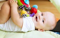 Cách chọn đồ chơi cho trẻ 6 tháng tuổi vừa vui vừa bổ ích