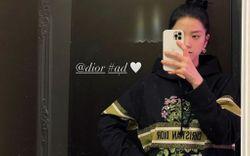 """Cùng được Dior tặng quà Valentine nhưng Jisoo """"lên đồ"""" sớm hơn Suzy một bước"""