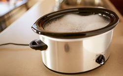 3 cách vệ sinh nồi nấu chậm đúng cách, sạch như mới