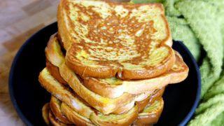 """Mách chị em cách """"nâng tầm"""" bánh mì gối cực đơn giản: Chỉ cần 2 nguyên liệu quen thuộc này là có ngay bữa sáng đỉnh của chóp!"""