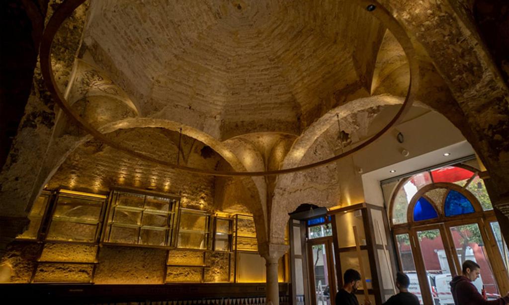 Phát hiện nhà tắm công cộng 900 năm tuổi khi sửa quán bar
