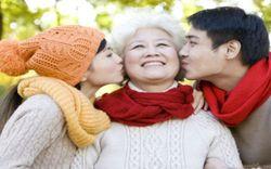 10 món quà 8/3 tặng mẹ, tặng bà vô cùng ý nghĩa và sâu sắc nhất 2021