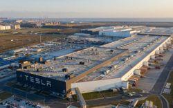 Bên trong siêu nhà máy Tesla Thượng Hải: Chủ tịch ngồi cạnh dây chuyền sản xuất, mọi thứ tự động hóa tối đa, dấu vết từng con ốc đều có thể truy xuất