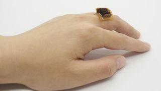 Nhẫn đeo tay chuyển thân nhiệt thành điện