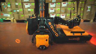 Robot leo trèo và bốc xếp hàng nặng 15 kg