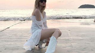 """Thiều Bảo Trâm và 1001 kiểu mix đồ với giày trắng, vừa đơn giản vừa xứng danh """"Bánh bèo sành điệu""""!"""